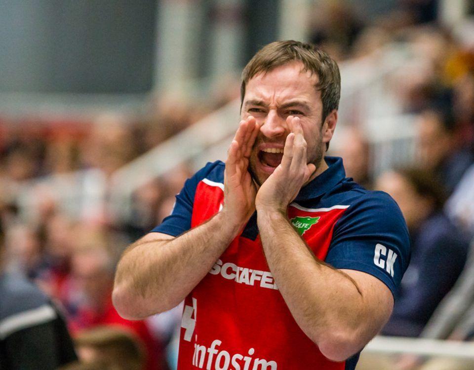 Ceven Klatt (Trainer, Rimpar), waehrend des 2. Liga Handballspiels zwischen TSV Bayer Dormagen und DJK Rimpar Woelfe (20:21) im TSV Bayer Sportcenter in Dormagen, am 15. Februar 2020. Heinz J. Zaunbrecher