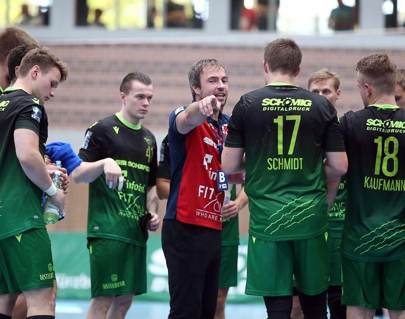 v.li.: Trainer Ceven Klatt (DJK Rimpar Wölfe) gibt seinem Team Anweisungen, 15.09.2019, Würzburg (Deutschland), Liqui Moli 2. Handball-Bundesliga, DJK Rimpar Wölfe - TSV Bayer Dormagen
