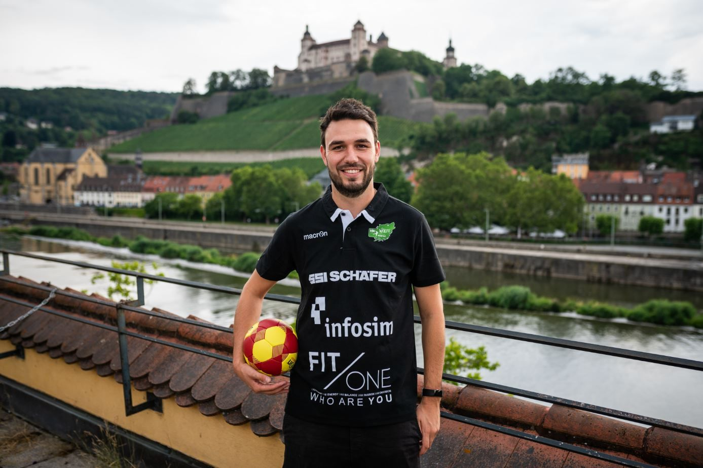 Christian Graber vor der Festung Marienberg - Foto: Jonas Blank