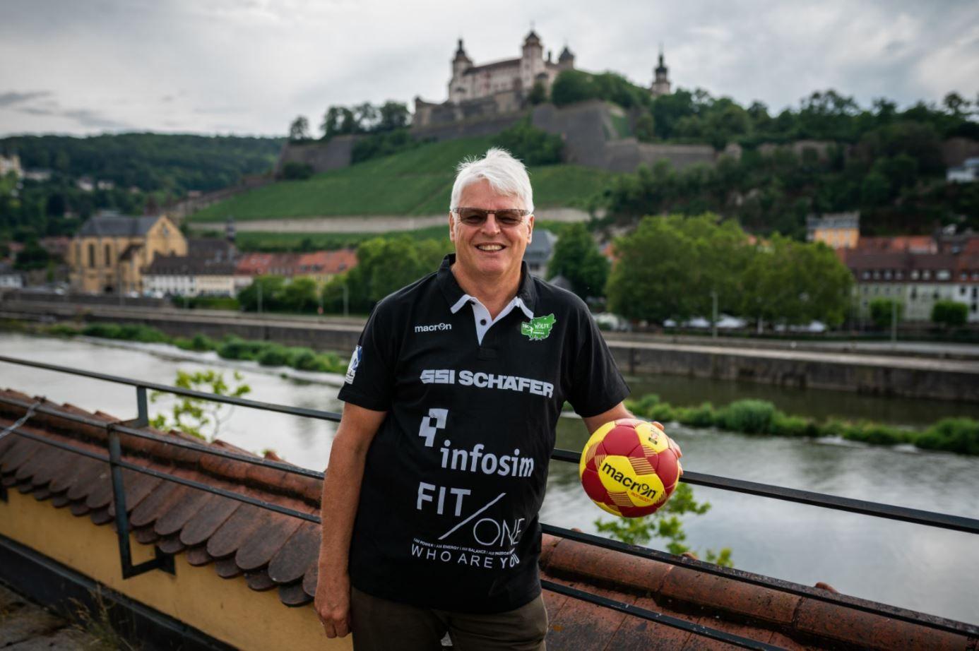 Roland Sauer vor der Festung Marienberg - Foto: Jonas Blank