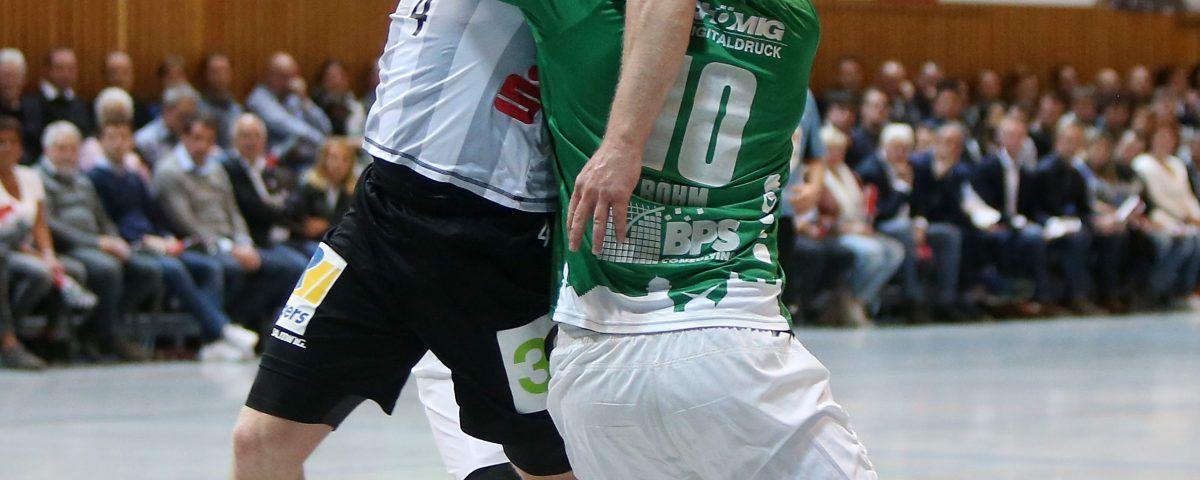 v.li.: Merten Krings (TV Emsdetten), Lukas Böhm (DJK Rimpar Wölfe), DKB 2. Handball-Bundesliga, DJK Rimpar Wölfe - TV Emsdetten, [Foto: foto2press.de, Schwarzwaldstraße 19, 69124 Heidelberg - Tel +49 (0)6221 718837 - info@foto2press.de - www.foto2press.de - Veröffentlichung nur mit Urheberangabe gegen Honorar gestattet und Belegexemplar erbeten *** Lieferung erfolgt ausschließlich unter Anerkennung der AGB, einzusehen unter http://www.foto2press.de/agb *** Foto nur für redaktionelle Verwendung - no model release!]