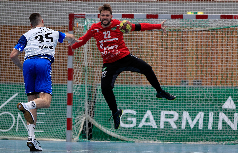 v.li.: Ante Grbavac (TSV Bayer Dormagen), Max Brustmann (DJK Rimpar Wölfe), 15.09.2019, Würzburg, Liqui Moli 2. Handball-Bundesliga, DJK Rimpar Wölfe - TSV Bayer Dormagen