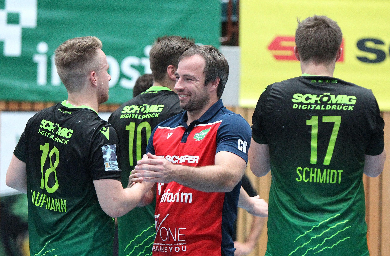 v.li.: Steffen Kaufmann (DJK Rimpar Wölfe), Trainer Ceven Klatt (DJK Rimpar Wölfe), Patrick Schmidt (DJK Rimpar Wölfe), 15.09.2019, Würzburg, Liqui Moli 2. Handball-Bundesliga, DJK Rimpar Wölfe - TSV Bayer Dormagen