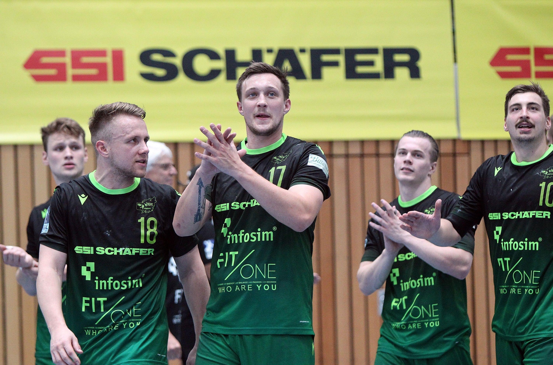 v.li.: Lukas Siegler (DJK Rimpar Wölfe), Steffen Kaufmann (DJK Rimpar Wölfe), Patrick Schmidt (DJK Rimpar Wölfe), Fin Backs (DJK Rimpar Wölfe), Lukas Böhm (DJK Rimpar Wölfe) bedankt sich bei den Fans, bedanken, Dank, 15.09.2019, Würzburg, Liqui Moli 2. Handball-Bundesliga, DJK Rimpar Wölfe - TSV Bayer Dormagen, DFB REGULATIONS PROHIBIT ANY USE OF PHOTOGRAPHS AS IMAGE SEQUENCES AND/OR QUASI-VIDEO.