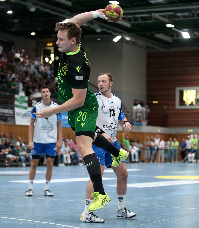 v.li.: Lukas Siegler (DJK Rimpar Wölfe), Carl Löfström (TSV Bayer Dormagen), 15.09.2019, Würzburg (Deutschland), Liqui Moli 2. Handball-Bundesliga, DJK Rimpar Wölfe - TSV Bayer Dormagen