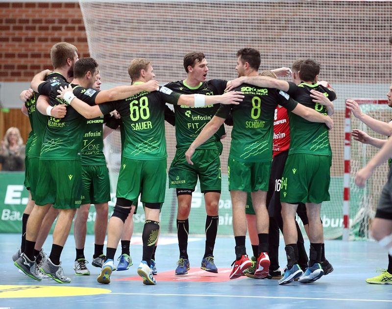 v.li.: Rimparer Spieler feiern den Sieg nach Spielende, 28.09.2019, Würzburg, Handball, 2. Bundesliga, DJK Rimpar Wölfe - HC Elbflorenz Dresden