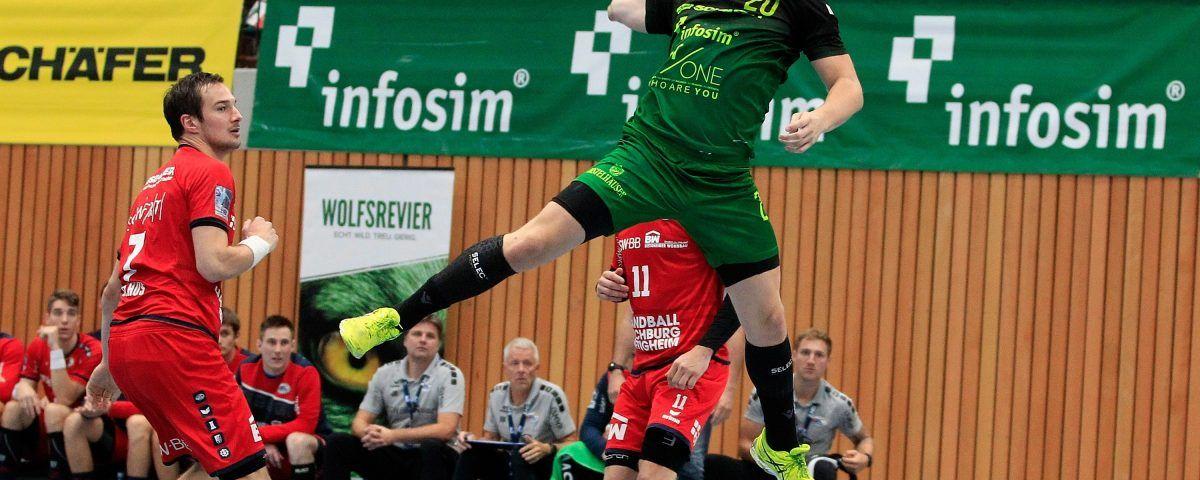 v.li.: Dominik Claus (SG BBM Bietigheim), Lukas Siegler (DJK Rimpar Wölfe), Christian Schäfer (SG BBM Bietigheim), 11.10.2019, Würzburg, 2. Handball-Bundesliga, DJK Rimpar Wölfe - SG BBM Bietigheim