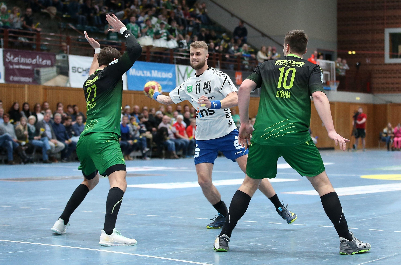 v.li.: Philipp Meyer (DJK Rimpar Wölfe), Benas Petreikis (EHV Aue), Lukas Böhm (DJK Rimpar Wölfe), 06.12.2019, Würzburg, 2. Handball-Bundesliga, DJK Rimpar Wölfe - EHV Aue
