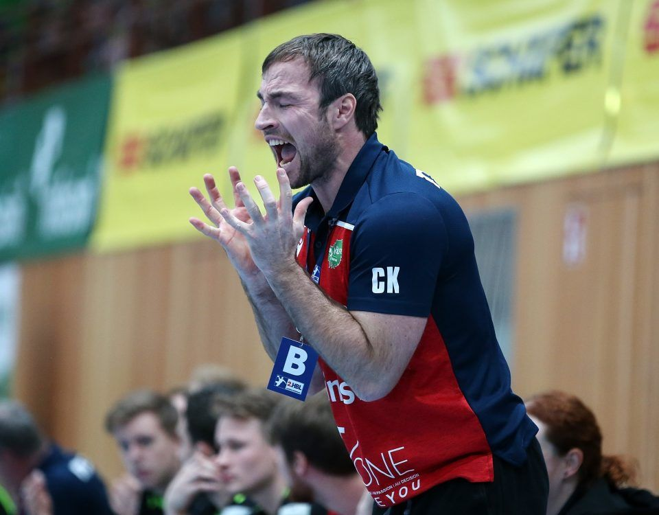 v.li.: Trainer Ceven Klatt (DJK Rimpar Wölfe) enttäuscht schauend, Enttäuschung, disappointed, Einzelbild, 06.12.2019, Würzburg, 2. Handball-Bundesliga, DJK Rimpar Wölfe - EHV Aue