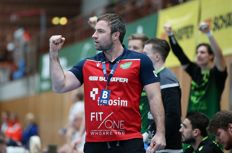 v.li.: Trainer Ceven Klatt (DJK Rimpar Wölfe) jubelt, 06.12.2019, Würzburg, 2. Handball-Bundesliga, DJK Rimpar Wölfe - EHV Aue
