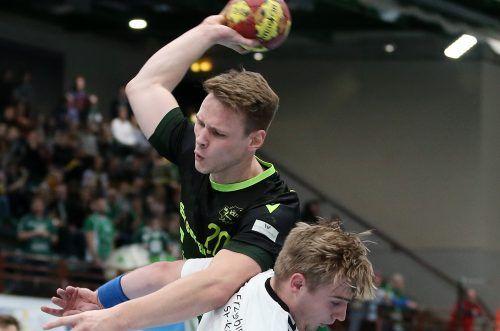 v.li.: Lukas Siegler (DJK Rimpar Wölfe), Sebastian Naumann (EHV Aue), 06.12.2019, Würzburg, 2. Handball-Bundesliga, DJK Rimpar Wölfe - EHV Aue
