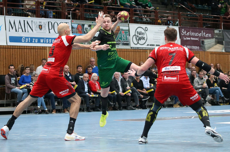 v.li.: Marko Bagaric (TuS N-Lübbecke), Steffen Kaufmann (DJK Rimpar Wölfe), Patryk Walczak (TuS N-Lübbecke), 26.12.2019, Würzburg, 2. Handball-Bundesliga, DJK Rimpar Wölfe - TuS N-Lübbecke