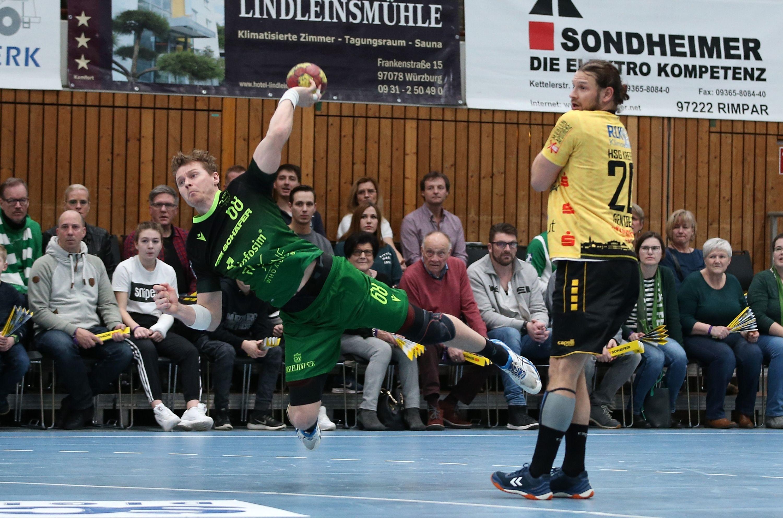 v.li.: Julian Sauer (DJK Rimpar Wölfe), Tim Gentges (HSG Krefeld), 01.02.2020, Würzburg, 2. Handball-Bundesliga, DJK Rimpar Wölfe - HSG Krefeld