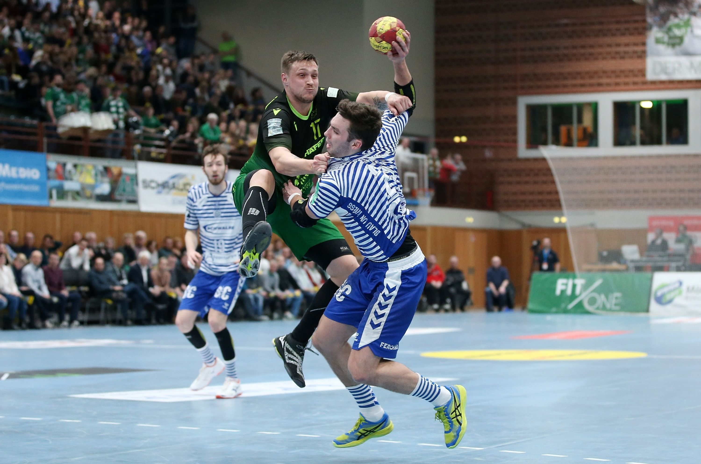 v.li.: Alexander Weck (VfL Gummersbach), Patrick Schmidt (DJK Rimpar Wölfe), Fynn Herzig (VfL Gummersbach), 08.02.2020, Würzburg, 2. Handball-Bundesliga, DJK Rimpar Wölfe - VfL Gummersbach